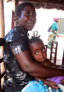 GSLA Participant and her daughter finishing up a snack